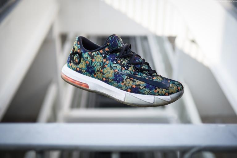 SneakerActual-levi2B.jpg